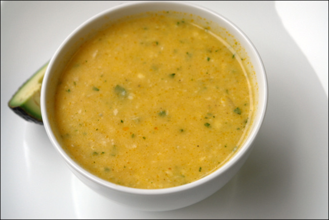 Sopa de fideos con papas y queso