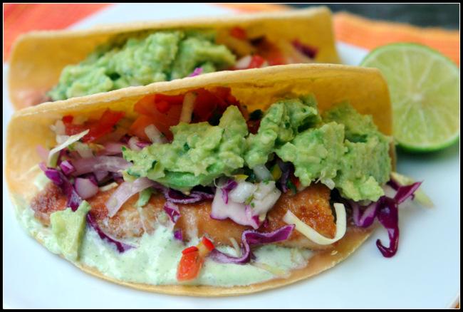 Tacos de pescado con guacamole