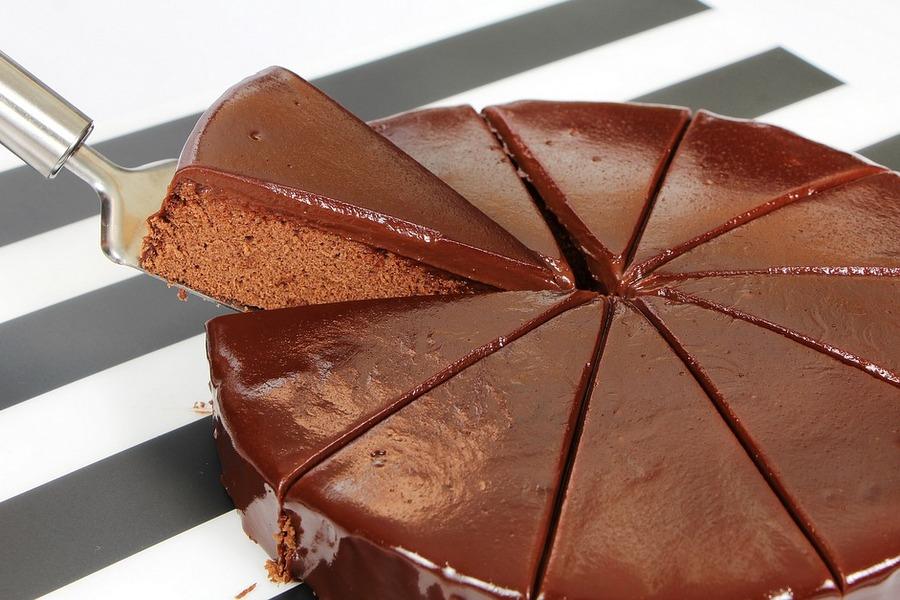 Bizcocho o torta de chocolate